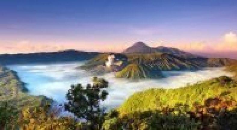 聖なるブロモ山から朝日鑑賞と青い炎のイジェン山2泊3日