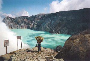 ジャカルタ 青の炎 イジェン火山