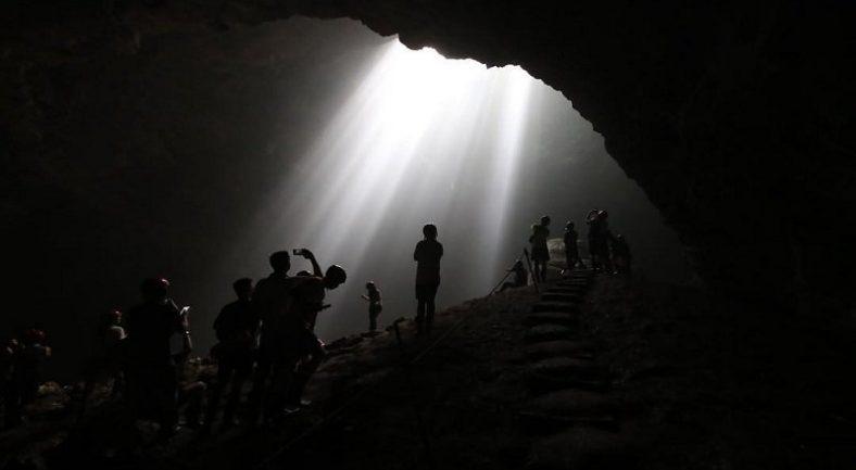 【ジョグジャカルタ発着】 神秘的な光の絶景ジョンブラン洞窟と人気の絶景スポットを巡る現地ツアー<往復送迎/専用車/昼食/日本語ガイド付/ /J3>