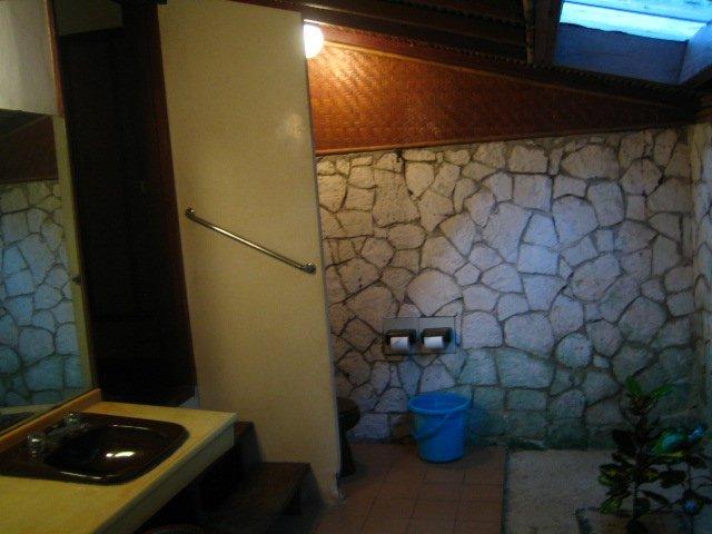 パンタラ島、トイレ