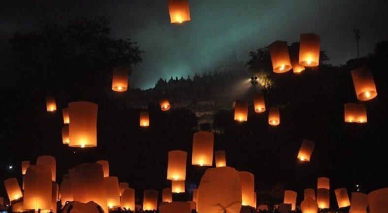【ジョグジャカルタ発】 /ジョグジャカルタ発/日本語ガイド>ワイサック祭典