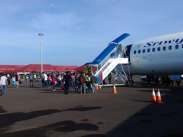 ブリトゥン島 空港