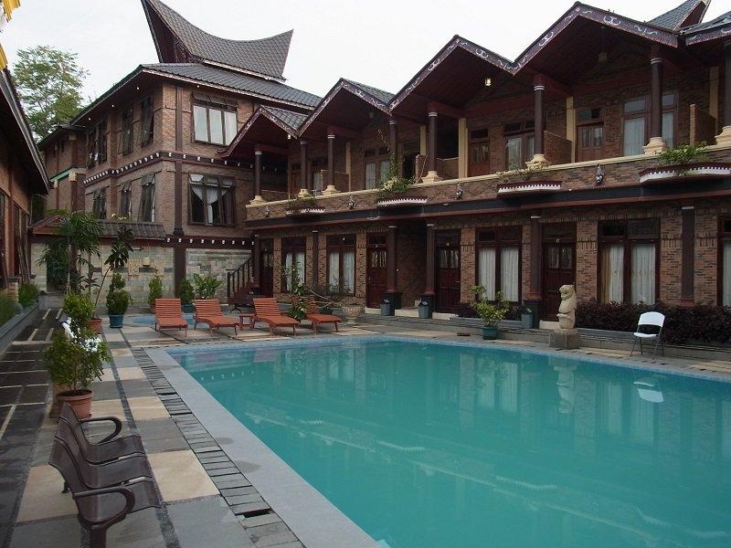 トバ湖 ホテル