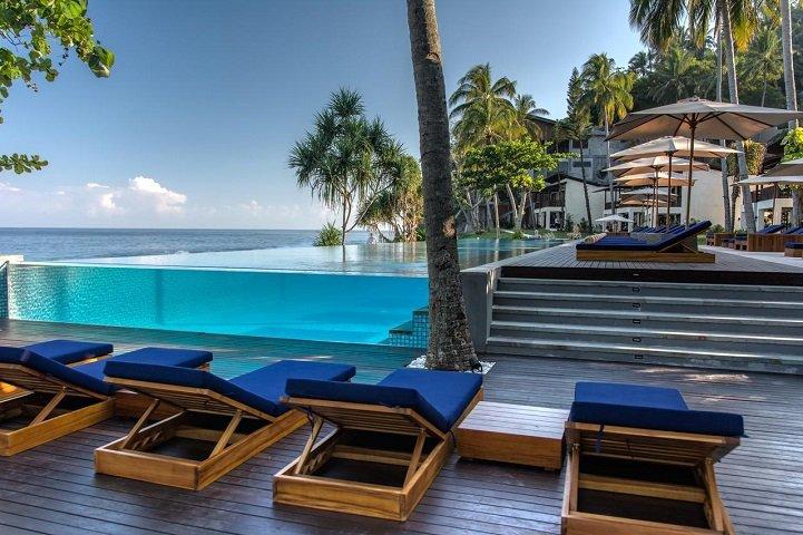 ジャカルタ発 ロンボク島 カタマランホテル